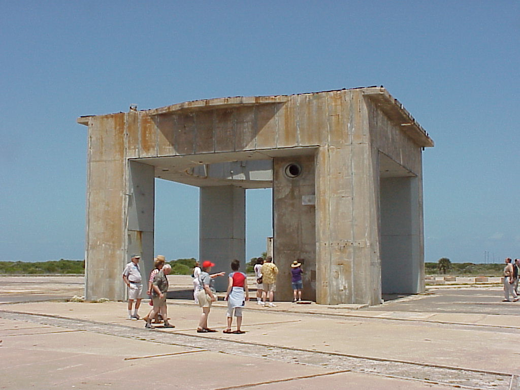 which apollo spacecraft burned on the launch pad - photo #28